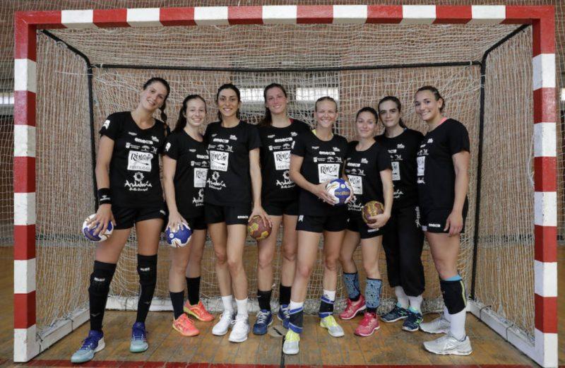 Agustina López, Isabelle Dos Santos, Patricia Martínez, Iara Grosso, Ines Rein, Espe López, Marta Vidal y Rocio Campigli