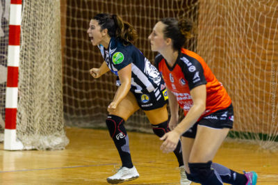 Nuria Andreu celebra un gol ante el Bera Bera. Temporada 2018 - 2019. Carranque. Foto de Iso100 Photo Press