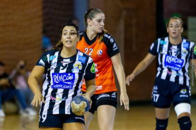 Nuria Andreu da órdenes frente a Bera Bera. Temporada 2018 - 2019. Carranque. Foto de Iso100 Photo Press