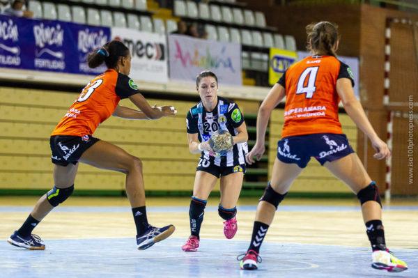 Esperanza López entra a portería frente a Bera Bera. Málaga vs Bera Bera. Temporada 2018 - 2019. Carranque. Foto de Iso100 Photo Press