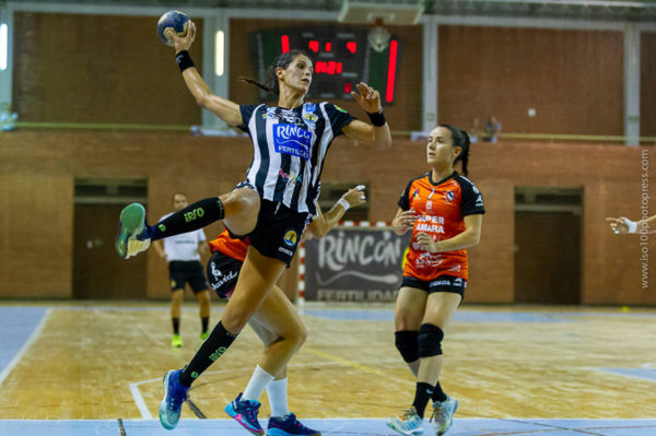 Agustina López en tiro frente a Bera Bera. Málaga vs Bera Bera. Temporada 2018 - 2019. Carranque. Foto de Iso100 Photo Press