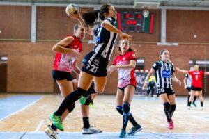 Isabelle Dos Santos. Rincón Fertilidad Málaga vs Club Balonmano Morvedre. Iso100 Photo Press
