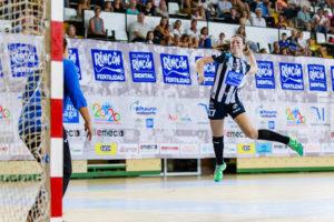 Isabelle Medeiros. Rincón Fertilidad Málaga vs Club Balonmano Morvedre. Iso100 Photo Press