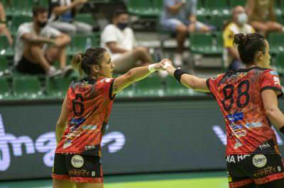 Paula García y Estela Doiro