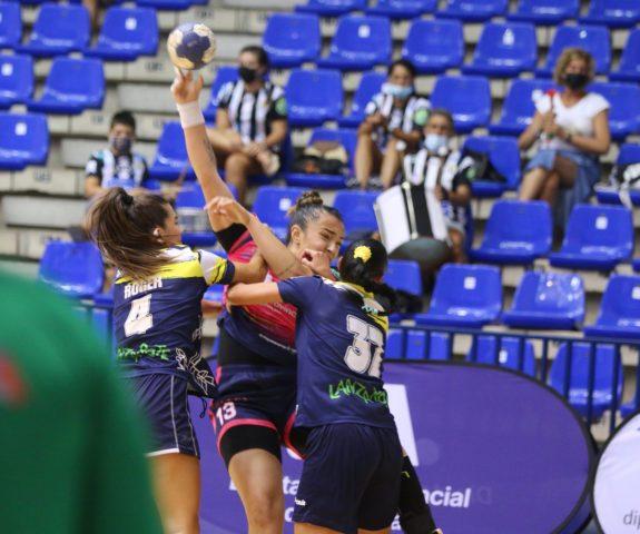 Talita Alves contra Zonzamas. Club Balonmano Femenino Málaga Costa del Sol. Raul Romero
